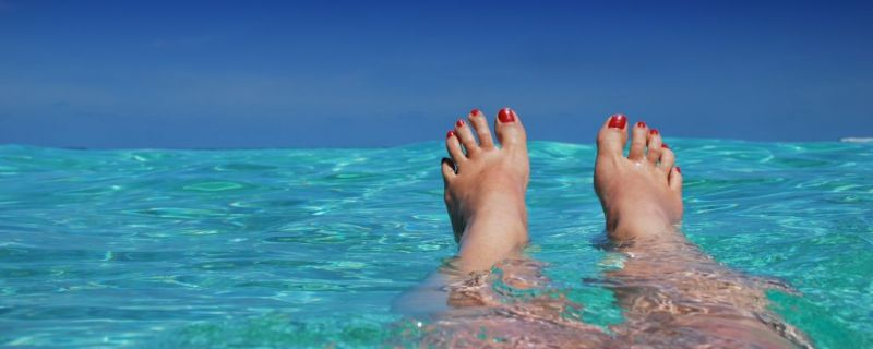 CARE TIPS FOR FEET IN SUMMER