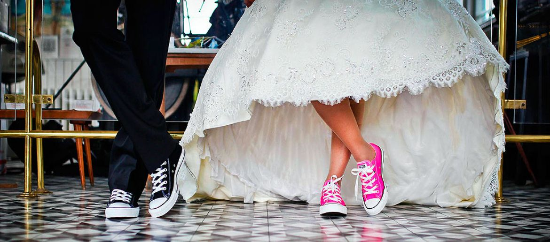 Wedding shoes trends 2018: color shoes for brides