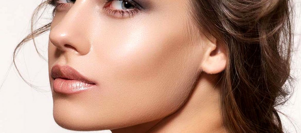 Strobing Is the New, All-Natural Contouring