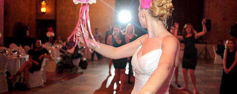 Fun ideas for the bridal bouquet toss