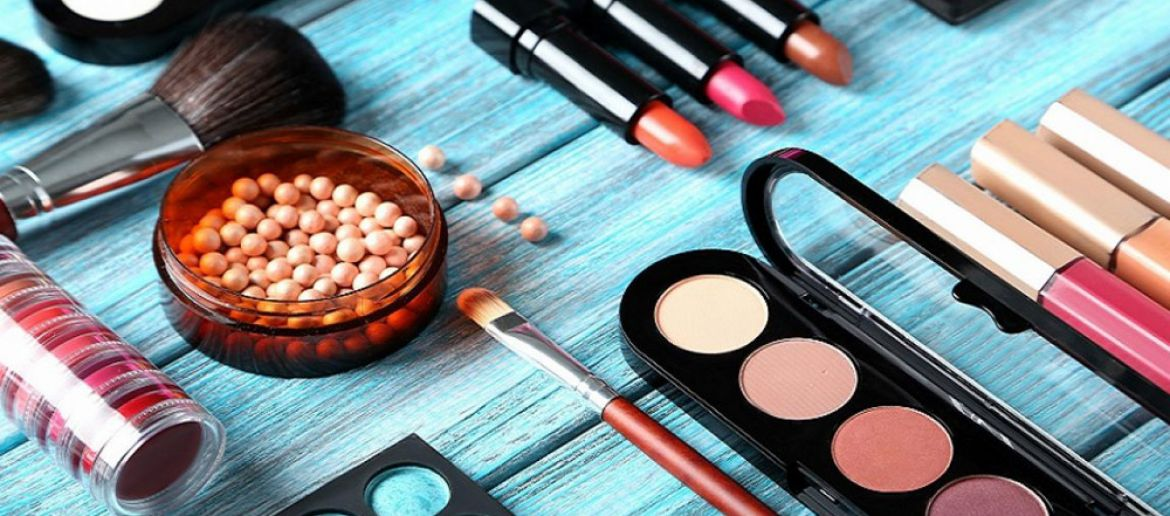 How to reduce skin imperfections with makeup